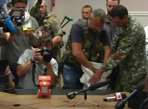 News video: MH17 Black Boxes Handed Over